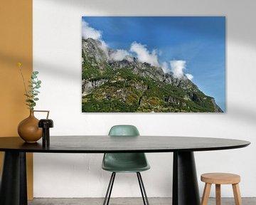 Wolken in de bergen van Naomi Elshoff