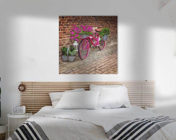 Sfeerimpressie: Roze bloemenfiets van Marly De Kok