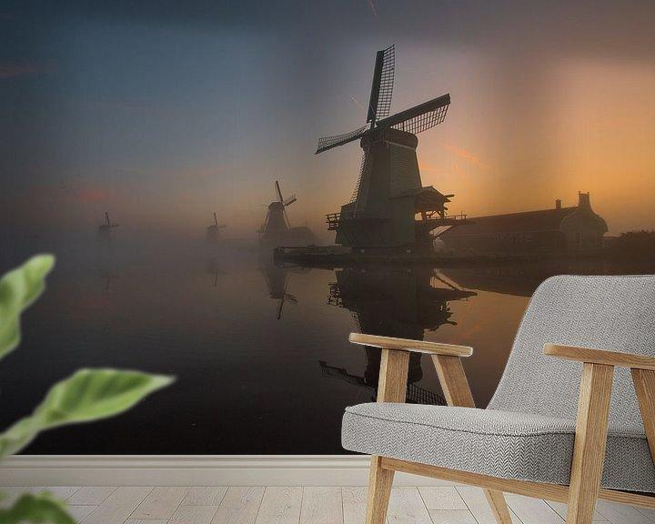 Sfeerimpressie behang: Zaanse Schans in de mist van Dirk Sander
