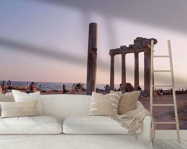 Sfeerimpressie behang: Apollo tempel tijdens zonsondergang II van Jeroen de Vries