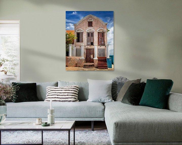 Sfeerimpressie: Pietermaai - Vervallen landhuis aan de zee bij Willemstad Curacao van Marly De Kok