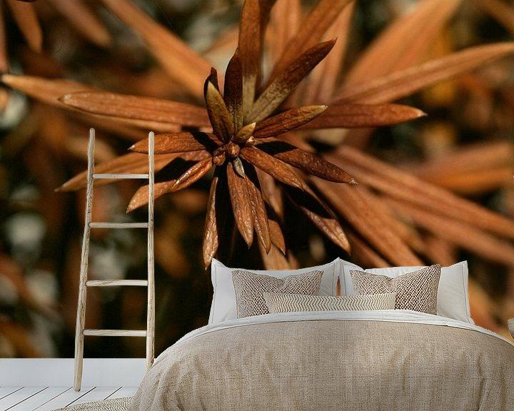 Sfeerimpressie behang: Bruine stekels / naalden van Lynn van Baaren