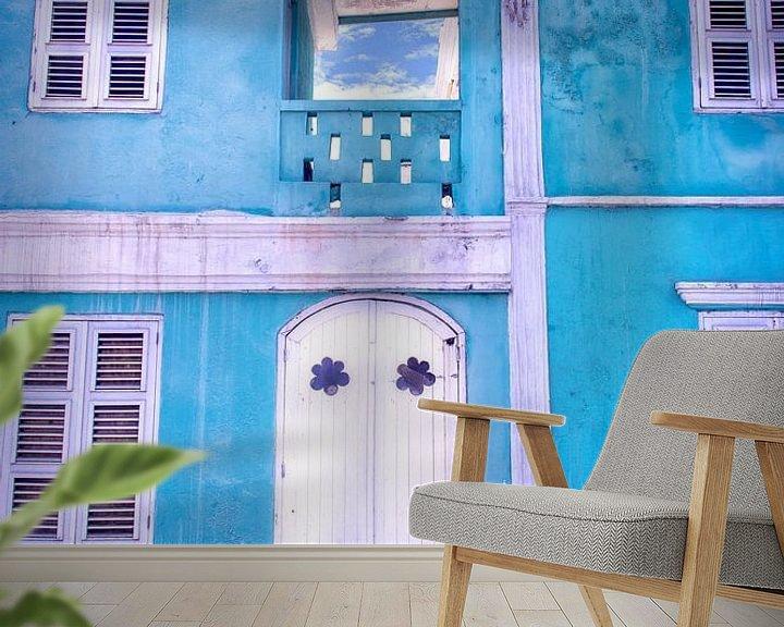Sfeerimpressie behang: Blauw vervallen huis Curacao Pietermaai van Marly De Kok