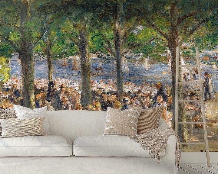 Sfeerimpressie behang: Tuinrestaurant aan de rivier de Havel onder de bomen, Max Liebermann