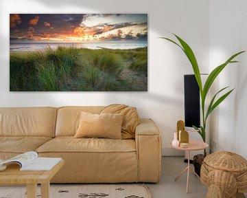 die Dünen und die Nordsee bei Sonnenuntergang von eric van der eijk