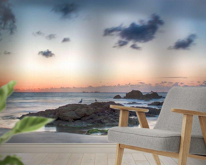 Sfeerimpressie behang: Rots in de zee van Mark Bolijn