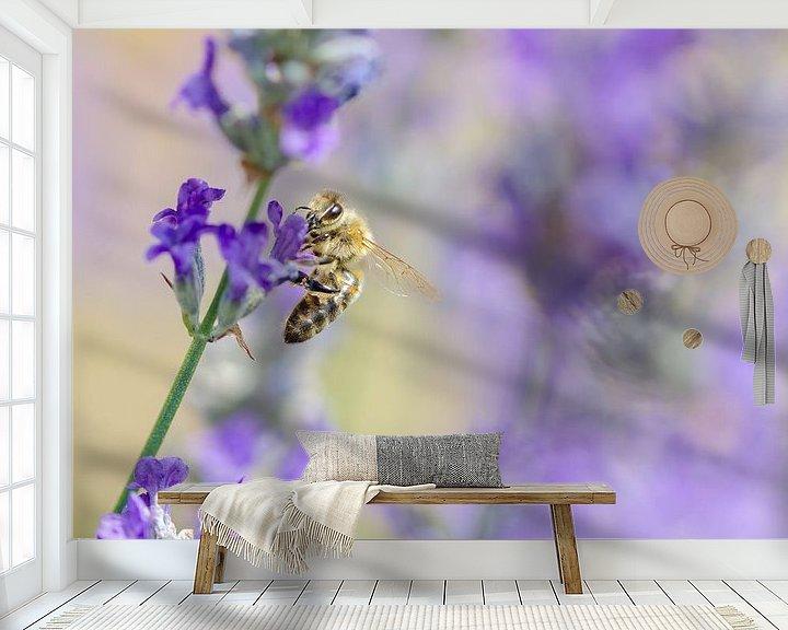 Sfeerimpressie behang: Bij op de lavendel van Mark Bolijn