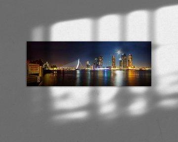 Skyline Rotterdam uitzicht op de Erasmusbrug van Arnold van Rooij
