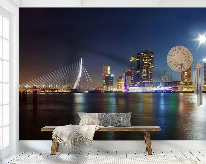 Sfeerimpressie behang: Skyline Rotterdam uitzicht op de Erasmusbrug van Arnold van Rooij