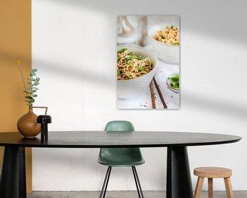 Nouilles d'arachide au piment et à l'oignon printanier sur Nina van der Kleij