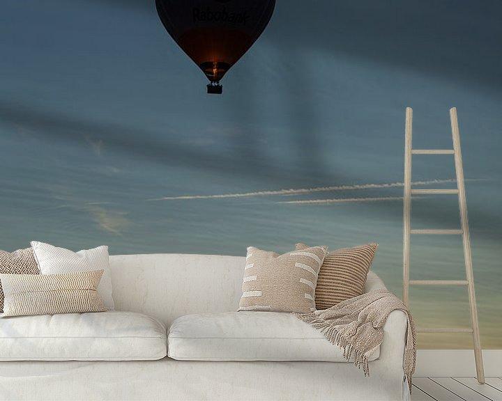 Sfeerimpressie behang: Ballonvaart tijdens zonsondergang van Elly Damen