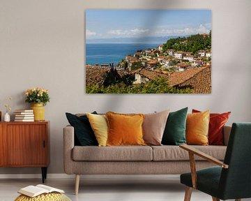 Het meer van Ohrid vanuit Ohrid stad van Lars Fortuin