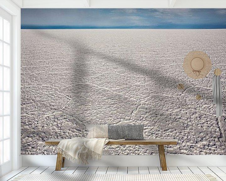 Sfeerimpressie behang: Gebarsten zoutvlakte in Salar de Uyuni, Potosi-gebied, Bolivië. van Tjeerd Kruse