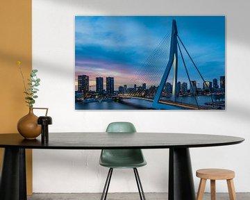 Skyline und Erasmus-Brücke in Rotterdam von Kimberly Lans