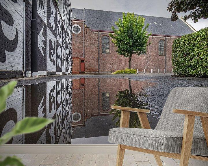 Sfeerimpressie behang: Weerspiegeling van de Sint-Franciscuskerk in Menen van Fotografie Krist / Top Foto Vlaanderen