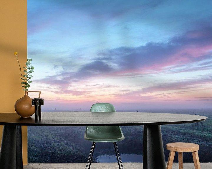 Sfeerimpressie behang: Landelijk pastel ochtendgloren van R Smallenbroek
