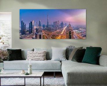 Dubai skyline tijdens zonsondergang van Remco Piet