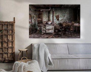 Altmodische Küche in einem verlassenen Gebäude von Beyond Time Photography