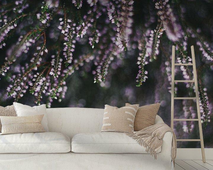 Sfeerimpressie behang: Paarse heide van Melanie Schat