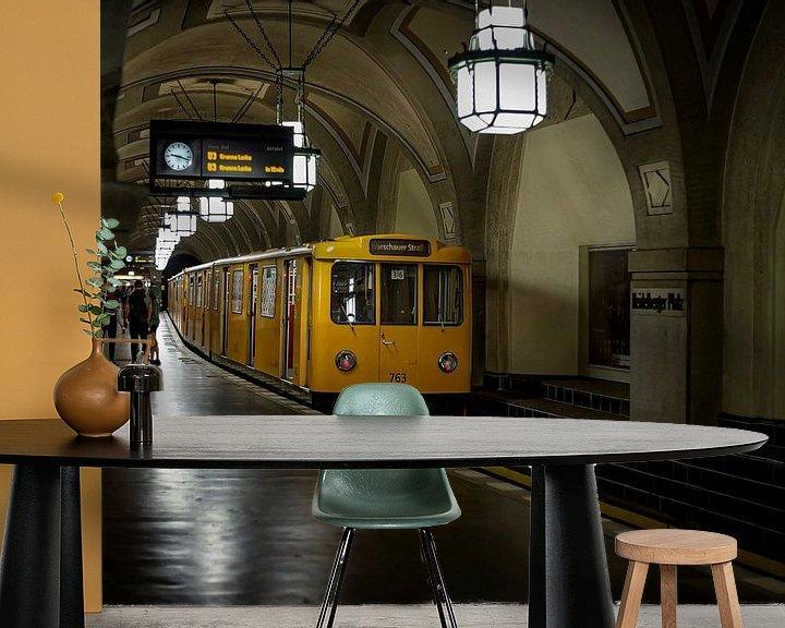 Sfeerimpressie behang: Metro Berlijn van Eus Driessen
