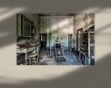 Verlassener alter Zahnarzt in Italien von Beyond Time Photography