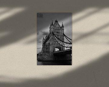 Towerbridge London in der Nähe in Schwarz-Weiß von Mireille Schipper