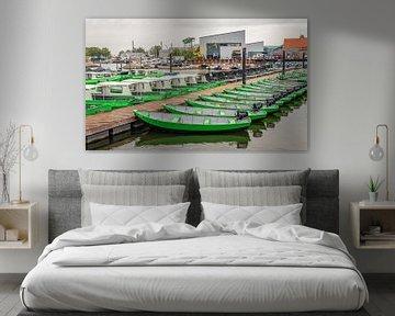Huurboten in de Oude Jachthaven van het Nederlandse dorp Drimmelen van Ruud Morijn
