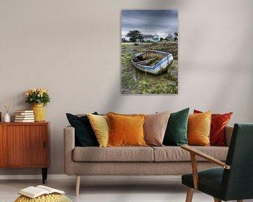 Altes verfallenes Boot auf dem Festland