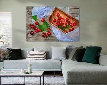 Fruits frais en rouge sur Claudia Evans