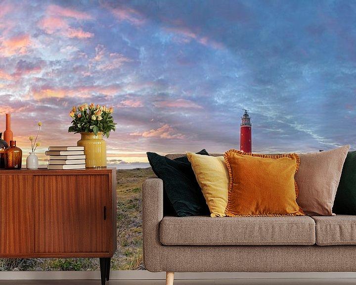 Sfeerimpressie behang: Vuurtoren van Texel tijdens zonsondergang. van Justin Sinner Pictures ( Fotograaf op Texel)