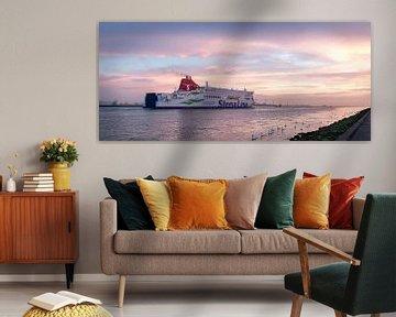 Zonsondergang, Ferry vaart uit.