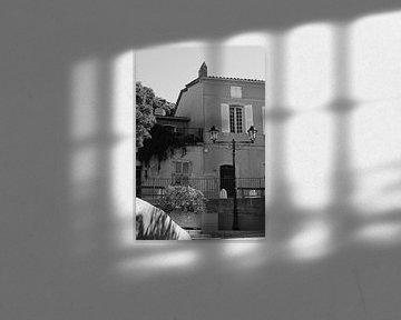 Street view in Saint-Tropez von Tom Vandenhende