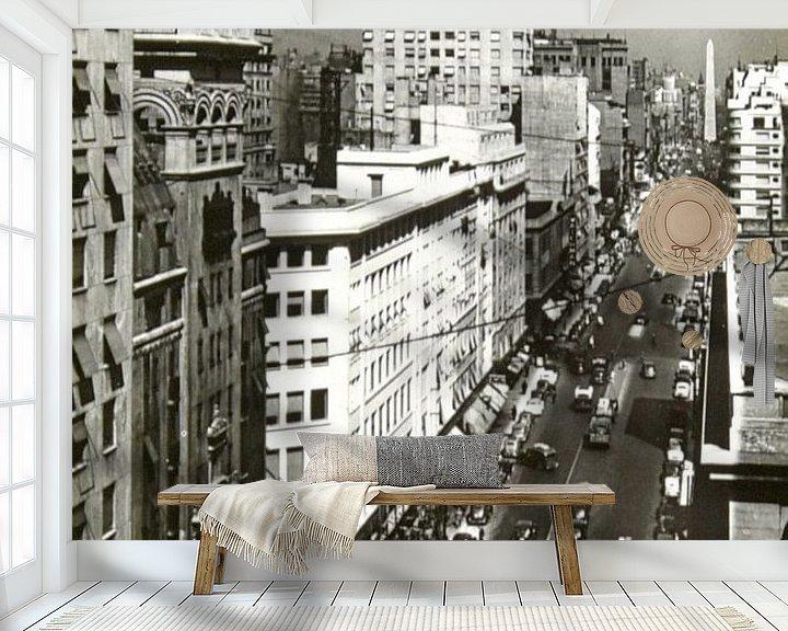 Sfeerimpressie behang: Avenida Corrientes van Liesbeth Govers voor omdewest.com