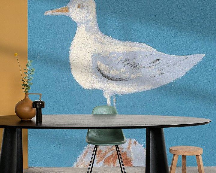 Sfeerimpressie behang: Zeemeeuw op de muur van Mark Bolijn