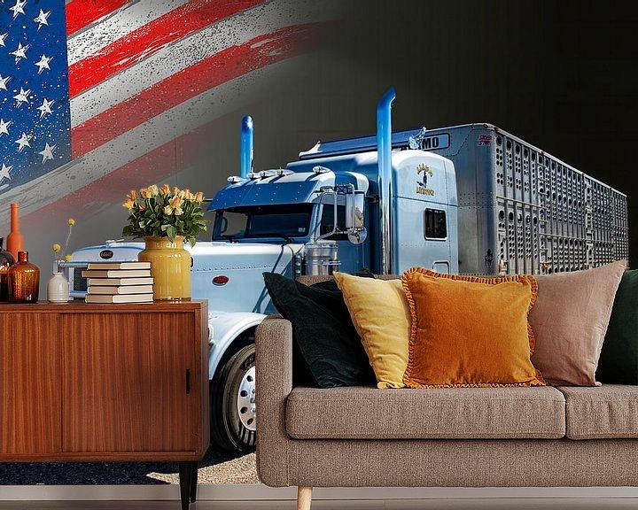 Sfeerimpressie behang: Amerikaanse Truck, Peterbilt, met veetransport-trailer. van Gert Hilbink