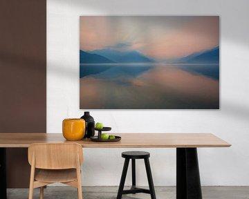 Ochtendgloren bij het Comomeer (Lago di Como, Domaso) van Annie Jakobs