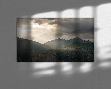 Zonnestralen in de bergen