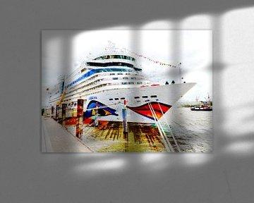 Kreuzfahrtschiff am Kai von Leopold Brix