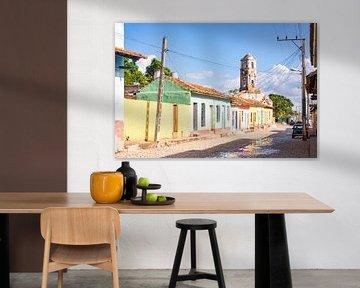 Colorful church street in the city of Trinidad in Cuba von Michiel Ton
