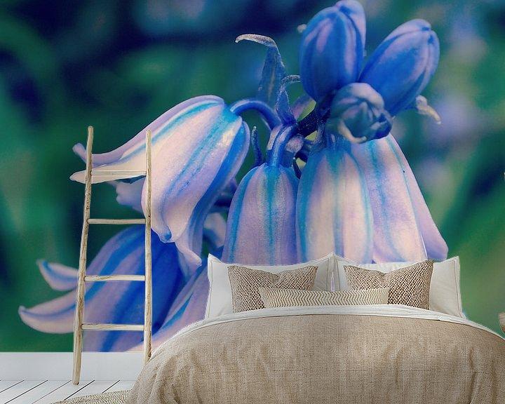 Sfeerimpressie behang: Bluebells van Jon Houkes