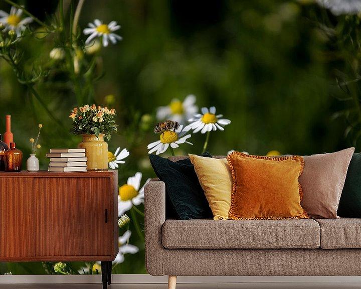 Beispiel fototapete: Blumen und Bienen von Angela Kiemeneij