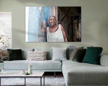 Porträt einer Kubanerin in Havanna, Kuba von Tjeerd Kruse