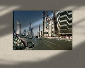 Blick auf Dubai Marina und Mohammed Bin Ahmed Almulla Moschee, Vereinigte Arabische Emirate von Tjeerd Kruse