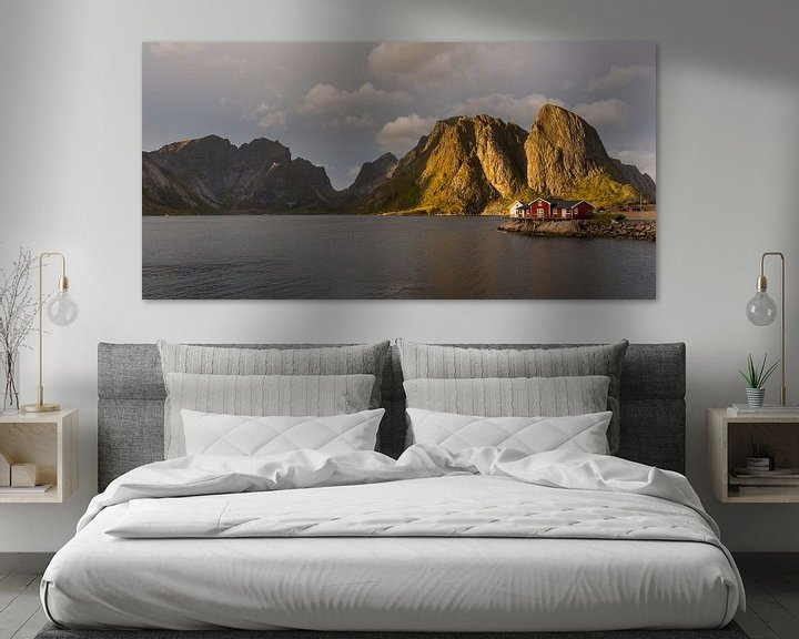 Sfeerimpressie: Zonsondergang bij Reine, Lofoten, Noorwegen van Gilbert Schroevers
