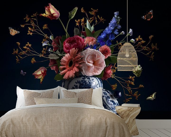 Sfeerimpressie behang: Royal Beauty Bloemstilleven van Sander Van Laar