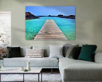 Steiger in blauw water (landscape) van Dustin Musch