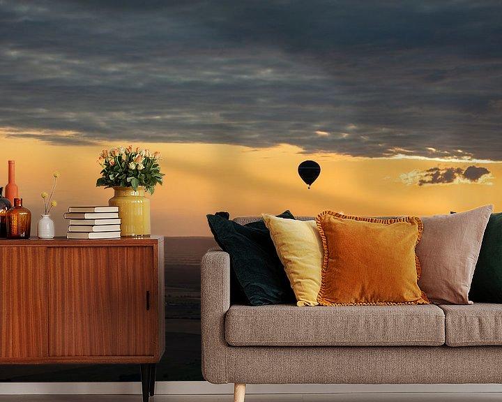 Sfeerimpressie behang: Hete Luchtballon bij avond van Cornelius Fontaine