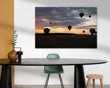 Hete Luchtballon bij avond van Cornelius Fontaine
