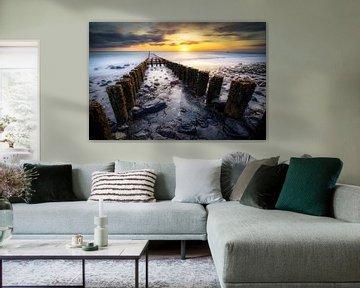 Golfbreker bij zonsondergang aan de Zeeuwse kust van Fotografiecor .nl