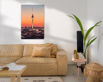 Berliner Fernsehturm im Abendlicht von Robin Oelschlegel